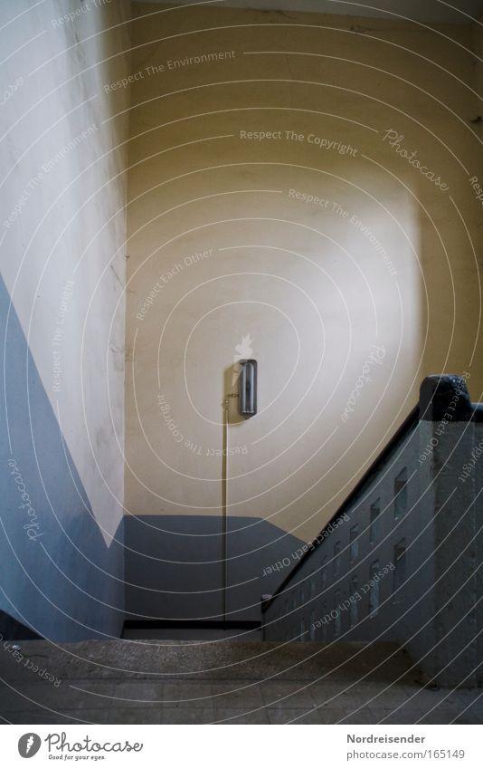 Abwärts Einsamkeit Traurigkeit Gefühle Innenarchitektur Architektur Lampe Lifestyle dreckig Design trist Dekoration & Verzierung kaputt Hoffnung Industrie