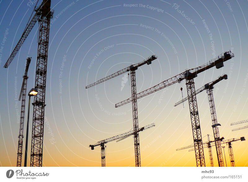 Berlin baut blau Haus Umwelt gelb Gefühle Bewegung Häusliches Leben Wachstum Kraft Hochhaus ästhetisch hoch groß Zukunft Industrie planen