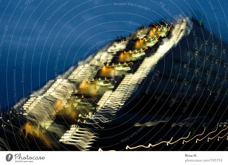 Blaue Stunde am Hamburger Hafen Farbfoto mehrfarbig Außenaufnahme Experiment abstrakt Menschenleer Textfreiraum oben Dämmerung Reflexion & Spiegelung