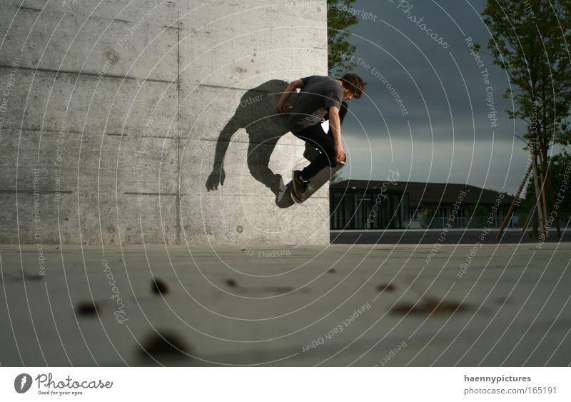 Abendeinbruch Jugendliche Erwachsene grau einzeln Skateboarding Schattenspiel Geschicklichkeit 1 Mensch Betonwand Betonmauer Licht & Schatten Ein Mann allein