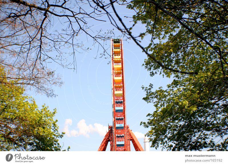 hidden ferris wheel rot Ferien & Urlaub & Reisen Sommer Freude Erholung Freiheit Bewegung Park Freizeit & Hobby hoch Tourismus Perspektive rund Romantik Unendlichkeit Veranstaltung