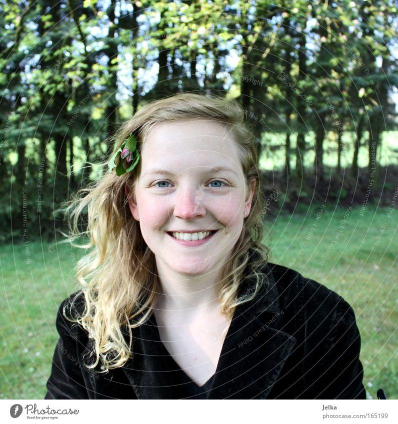 Frohsein Mensch Frau Natur Jugendliche Sommer Blume Gesicht Erwachsene Leben feminin Kopf Haare & Frisuren lachen Blüte Glück Frühling