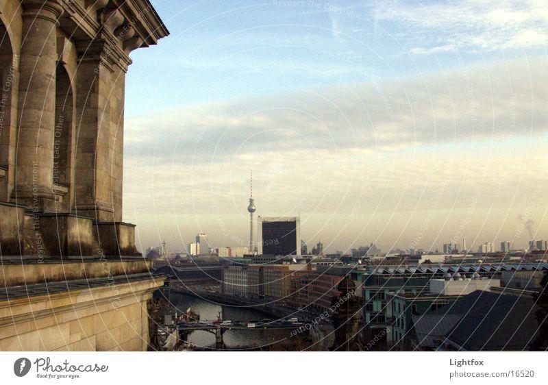 Reichstag und gute Nacht Wasser Himmel blau Haus Wolken Ferne Berlin Stein Gebäude orange Glas Spiegel Skyline Bauwerk historisch