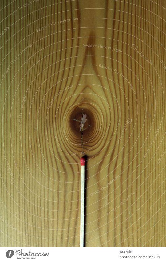 Brennholz Farbfoto Innenaufnahme Detailaufnahme Menschenleer Natur Feuer Holz Zeichen Rauch bedrohlich heiß Warmherzigkeit Angst gefährlich zündend