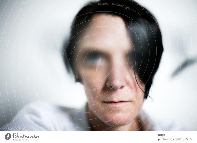 -10 Dioptrien Mensch Frau Gesicht Erwachsene Leben Gefühle Lifestyle Irritation Identität Sinnesorgane Schwäche unklar Sehvermögen Augenheilkunde Sehtest