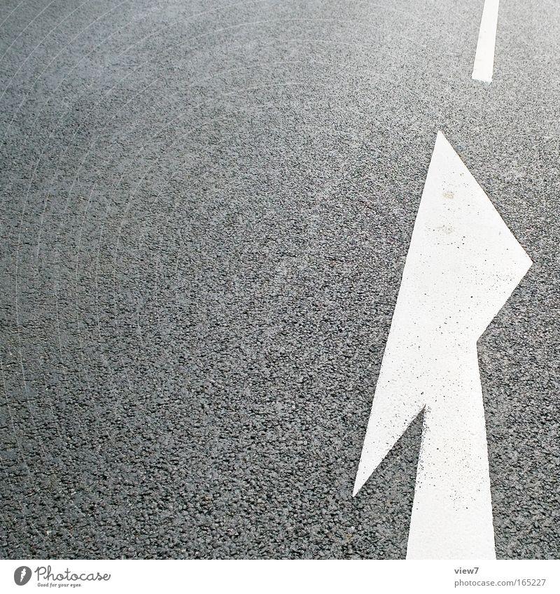 zum Ende kommen! Schwarzweißfoto Außenaufnahme Detailaufnahme Menschenleer Textfreiraum links Starke Tiefenschärfe Vogelperspektive Verkehr Verkehrswege Straße