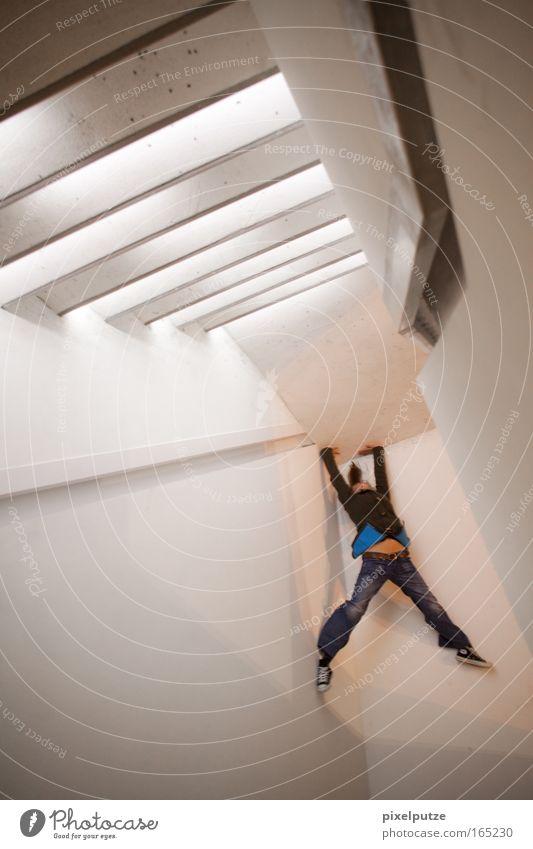 verdrehte Tatsachen Farbfoto Außenaufnahme abstrakt Textfreiraum unten Nacht Kunstlicht Licht Langzeitbelichtung Blick nach hinten Wegsehen Lifestyle Stil