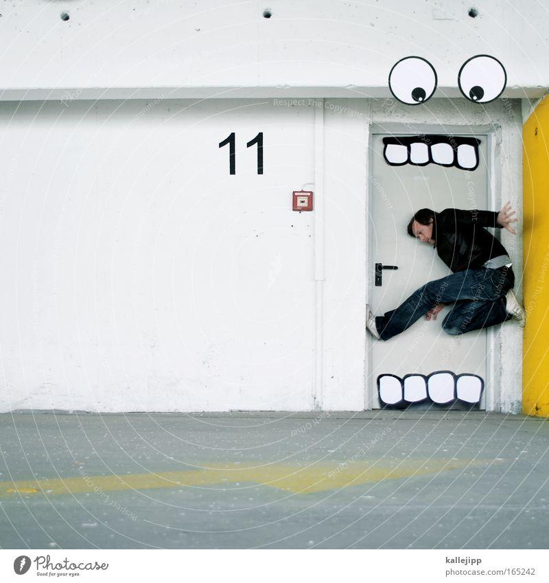 k-allesfresser Textfreiraum links Mann Erwachsene 1 Mensch Schauspieler Puppentheater Parkhaus Verkehrszeichen Graffiti fangen Fressen füttern Jagd Blick
