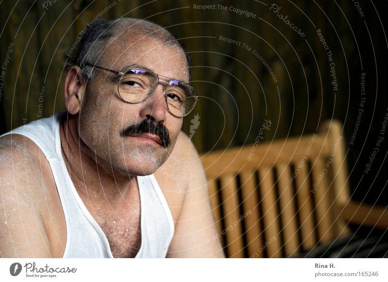 Have a Break Mensch Mann Gesicht Arbeit & Erwerbstätigkeit Farbstoff dreckig Haut Erwachsene maskulin sitzen Brille Müdigkeit Handwerk Fragen Unterwäsche Anstreicher