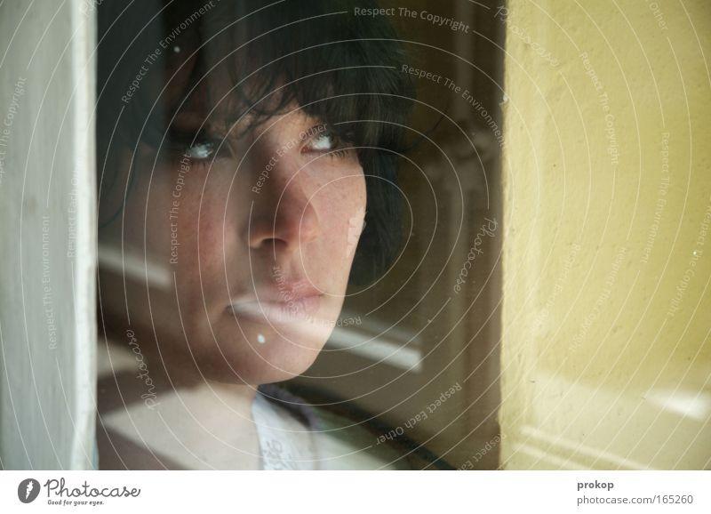 Wer leise ist kanns hören Jugendliche schön Junge Frau 18-30 Jahre Gesicht kalt Erwachsene Auge Traurigkeit feminin Denken Haare & Frisuren Kopf träumen Zufriedenheit warten