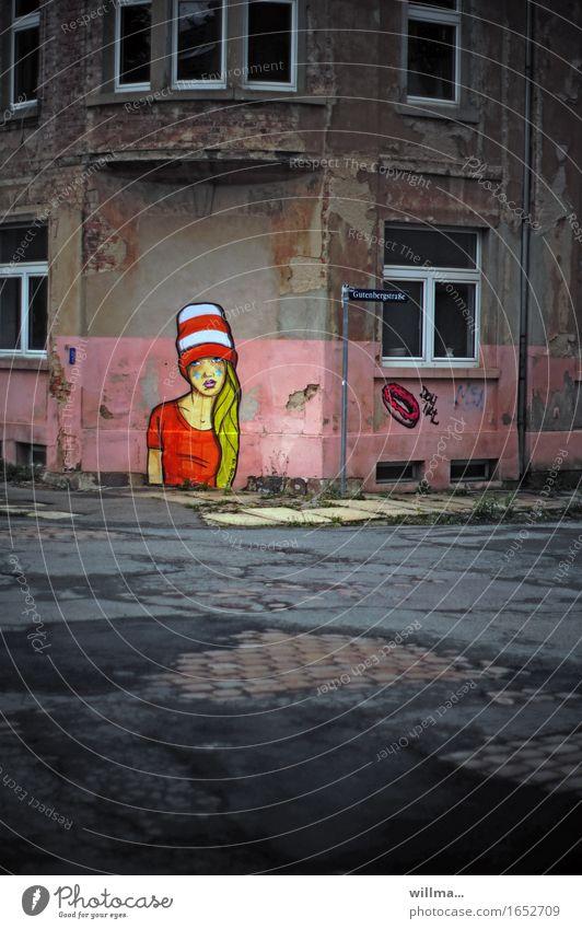 graffiti an hausecke - lady in red Kunst Subkultur Menschenleer Bauwerk Gebäude Haus Mauer Wand Straßenkreuzung Asphalt Kopfsteinpflaster Graffiti Stadt Verfall