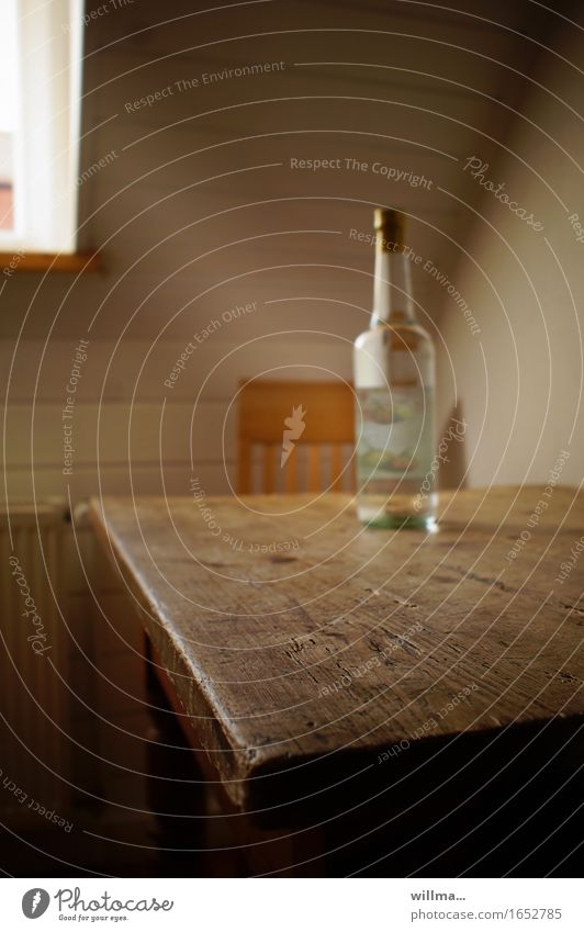 frühstück is fertig!! Einsamkeit Stuhl Alkohol Holztisch Frustration Problemlösung Sucht Alkoholsucht Genusssucht Spirituosen Hemmungslosigkeit