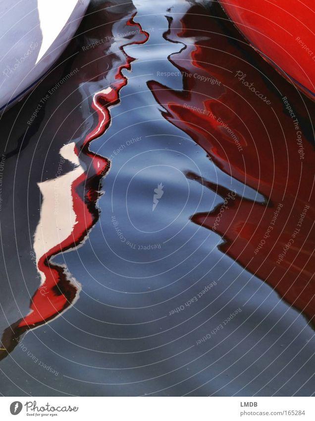 Die Ruderbootsaison ist eröffnet! Wasser Farbe See Wellen abstrakt Streifen Seeufer Surrealismus Spiegelbild Verzerrung Motorboot Bootsfahrt ausgefranst