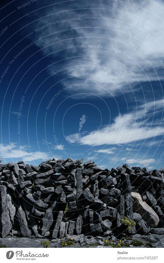 Mauer Farbfoto Außenaufnahme Detailaufnahme Menschenleer Tag Sonnenlicht Starke Tiefenschärfe Feld Inishmore Irland Europa Zaun Stein alt blau grau schwarz weiß