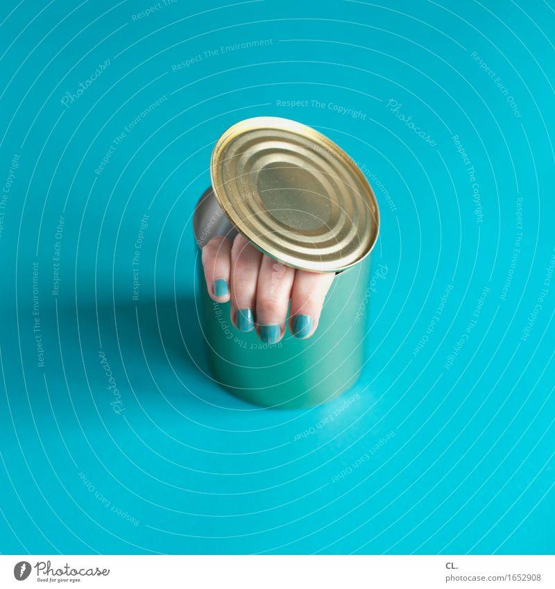 fingerfood Mensch Frau blau Hand Erwachsene lustig feminin außergewöhnlich Lebensmittel Angst Ernährung verrückt Kreativität Idee Finger bedrohlich