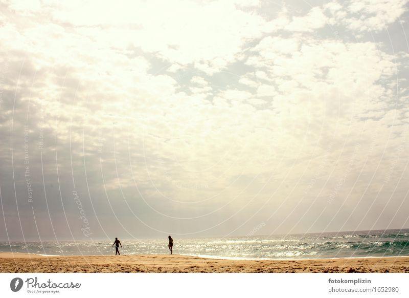 strand läufer Mensch Himmel Natur Ferien & Urlaub & Reisen Sommer Sonne Meer Erholung Wolken Strand Ferne Freiheit Stimmung gehen Zusammensein Horizont