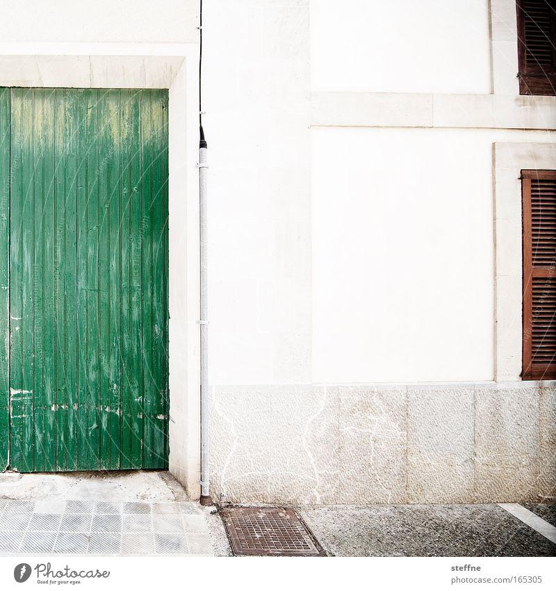 casa Gedeckte Farben Außenaufnahme Menschenleer Textfreiraum Mitte Tag Kontrast Weitwinkel Santanyi Mallorca Spanien Dorf Altstadt Haus Fassade Fenster Tür