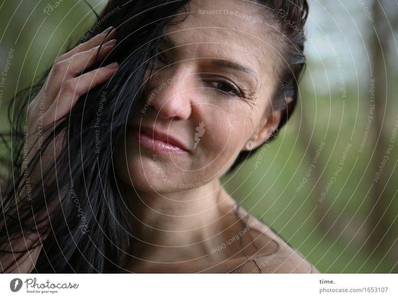. Mensch schön Erotik ruhig Wald feminin Denken Zeit träumen warten beobachten Coolness Schutz Gelassenheit Leidenschaft Wachsamkeit