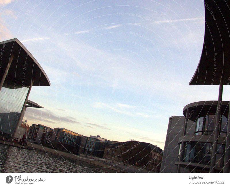 Unsere Steuern das Land – wohin? Mensch Wasser Himmel blau Stadt Berlin Architektur Perspektive Brücke Verbindung Bauwerk Kurve Hauptstadt Biegung Deutscher Bundestag Spree