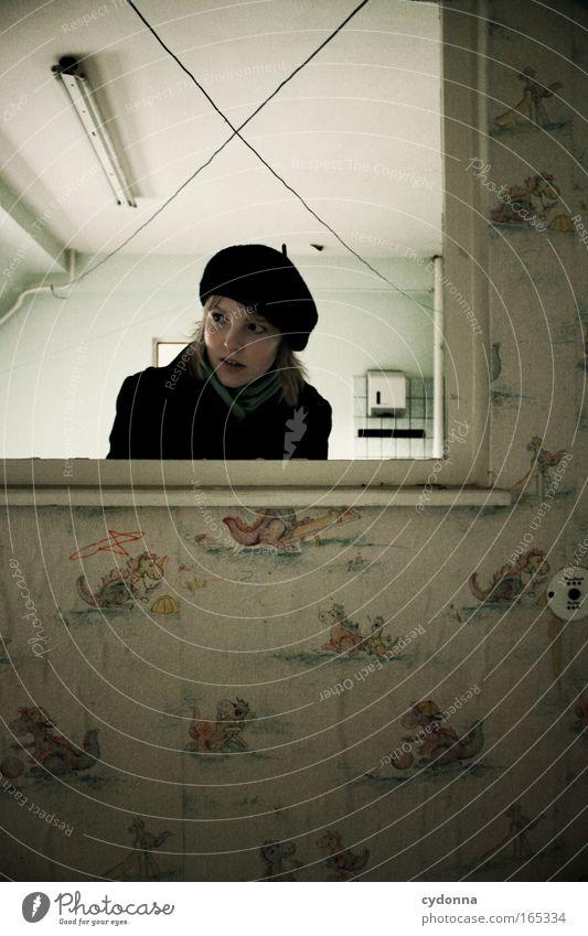 Im Land der Dinosaurier Mensch Frau Jugendliche Erwachsene Fenster Leben feminin Wand Gefühle Mauer Traurigkeit Zeit planen 18-30 Jahre Kommunizieren Vergänglichkeit