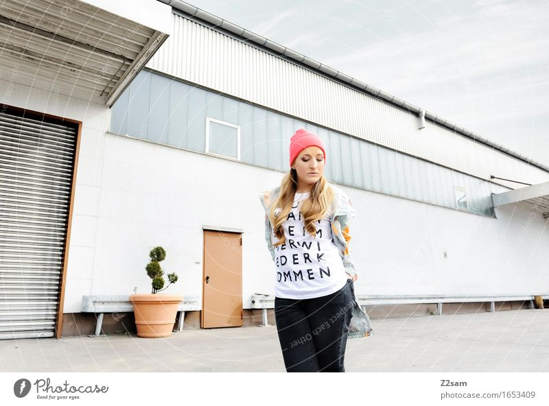 STRW Jugendliche Stadt schön Junge Frau 18-30 Jahre Erwachsene Architektur Lifestyle Stil Mode Design elegant modern blond stehen Coolness