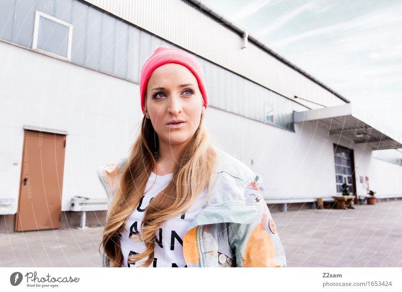 STRW Lifestyle elegant Stil feminin Junge Frau Jugendliche 18-30 Jahre Erwachsene Industrieanlage Mode T-Shirt Jacke Piercing blond langhaarig trendy schön