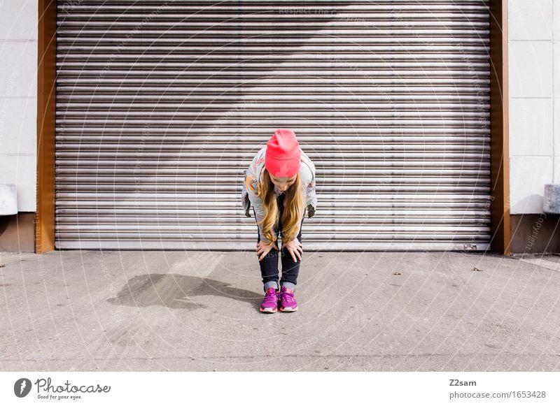 Bleib mal locker! Jugendliche Stadt schön Junge Frau 18-30 Jahre Erwachsene Lifestyle feminin Stil Mode rosa Design elegant blond Idee Jugendkultur