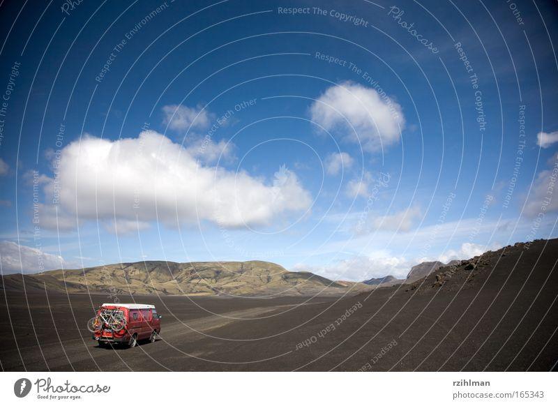 Fahren auf Lavasand Farbfoto Außenaufnahme Menschenleer Textfreiraum oben Tag Schatten Sonnenlicht Natur Landschaft Urelemente Erde Sand Himmel Wolken Horizont