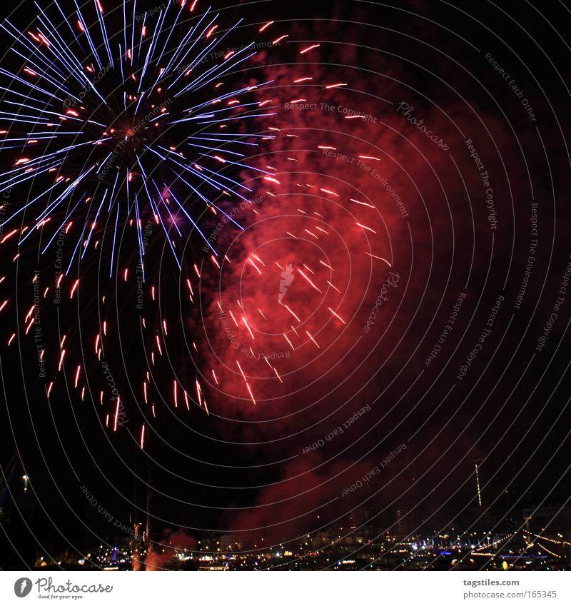 EINHUNDERT - KAWUUUUM Jubiläum Geburtstag Silvester u. Neujahr Hafengeburtstag Hamburg Feuerwerk Explosion Lichtspiel Feste & Feiern Nachtaufnahme