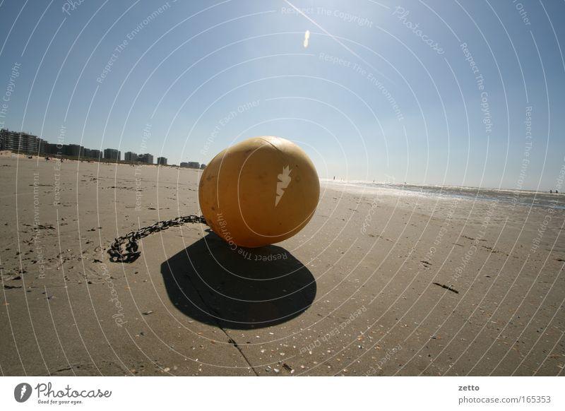 Bei Ebbe Wasser weg Sonne Meer blau Strand gelb Sand braun Küste Horizont nah Kunststoff