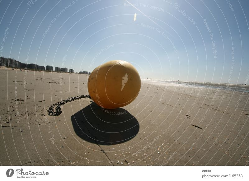Bei Ebbe Wasser weg Wasser Sonne Meer blau Strand gelb Sand braun Küste Horizont nah Kunststoff