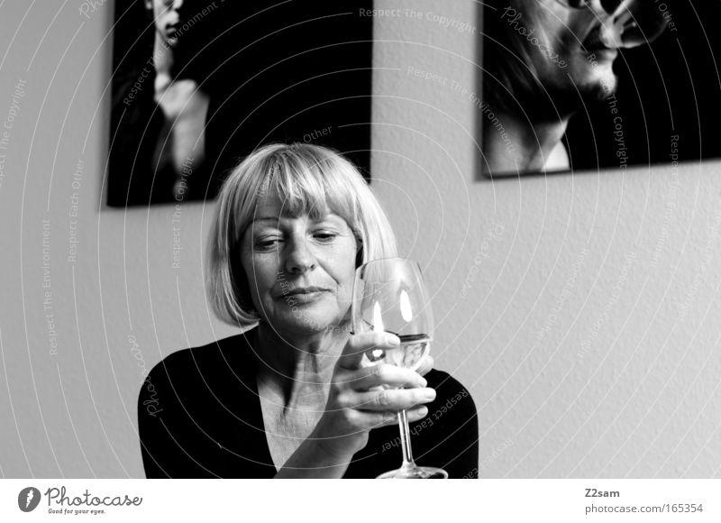 kritikerin Mensch alt schön Erwachsene Gesicht feminin Denken Kunst blond Kraft elegant sitzen Innenarchitektur Design natürlich ästhetisch