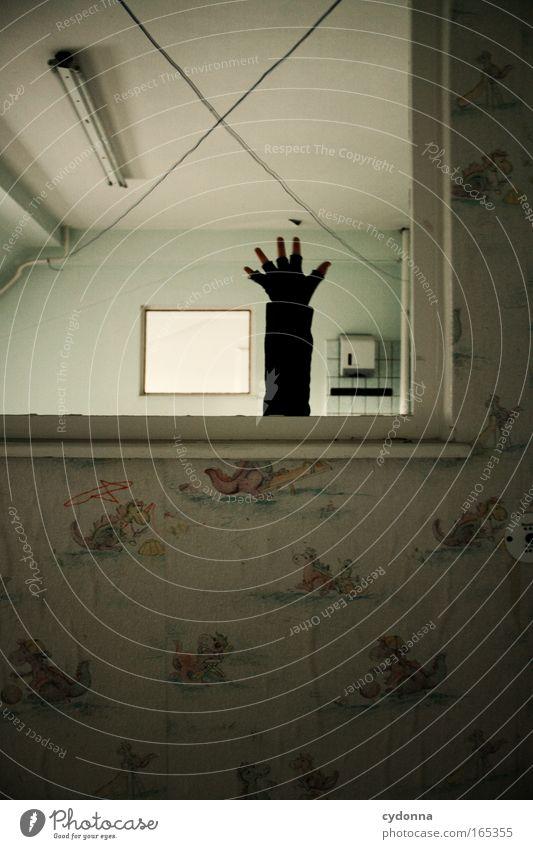 Sich ergeben Mensch Hand Ferne Leben Wand Fenster Gefühle Bewegung Mauer Traurigkeit Arme planen Perspektive Hoffnung bedrohlich Häusliches Leben