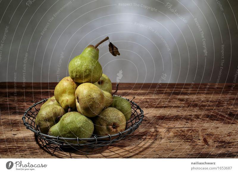 Stillleben mit Birnen Lebensmittel Frucht Ernährung Bioprodukte Vegetarische Ernährung ästhetisch lecker retro braun grün Farbfoto Gedeckte Farben Innenaufnahme