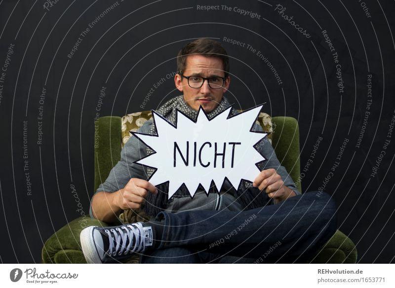 NICHT Mensch Mann schwarz Erwachsene maskulin Angst sitzen Telekommunikation Brille Wut trendy Verzweiflung Ekel Ärger Sessel skeptisch