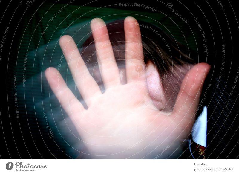 Verwirrung Farbfoto Innenaufnahme Nahaufnahme Experiment Unschärfe Bewegungsunschärfe Vorderansicht Blick in die Kamera Mensch Haare & Frisuren Hand Finger 1