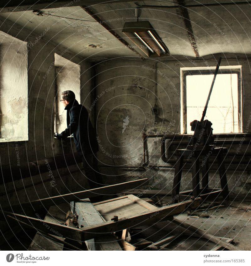 Melancholie Mensch Mann Jugendliche Einsamkeit Ferne Leben Wand Fenster träumen Traurigkeit Mauer planen Erwachsene maskulin Zeit Perspektive