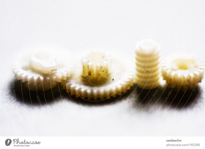 Ehemaliges CD-Laufwerk Mechanik feinmechanik Zahnrad Getriebe Motivation Antrieb schneckentrieb Detailaufnahme Teile u. Stücke kleinteile Kunststoff elastik