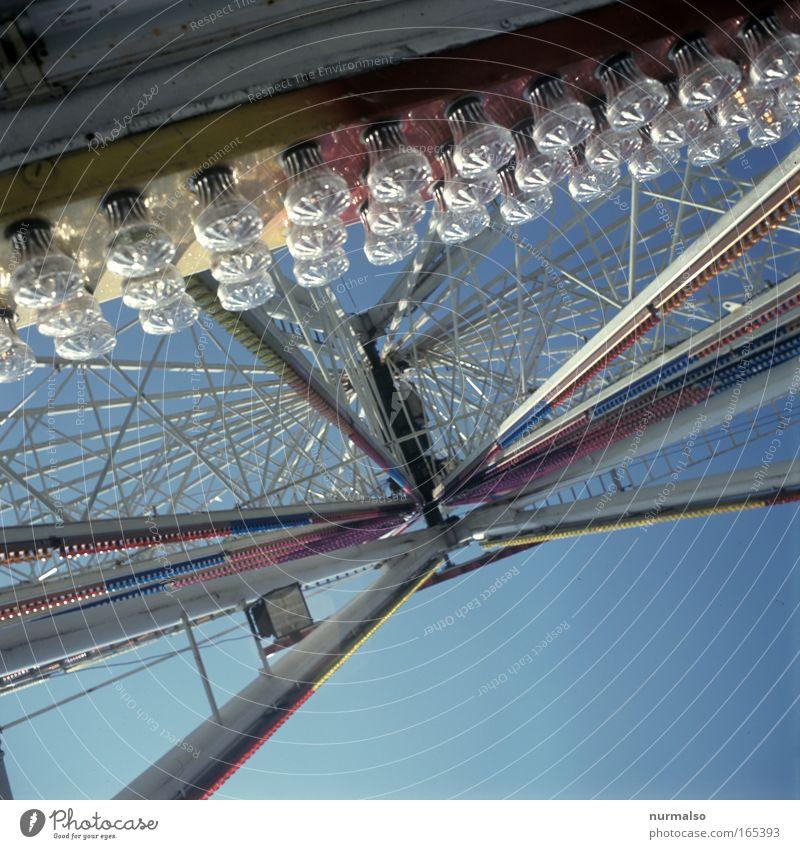 iss das aber hoch Farbfoto Menschenleer Tag Reflexion & Spiegelung Freizeit & Hobby Spielen rummelbesuch Ausflug Jahrmarkt Riesenrad Veranstaltung Volksmusik
