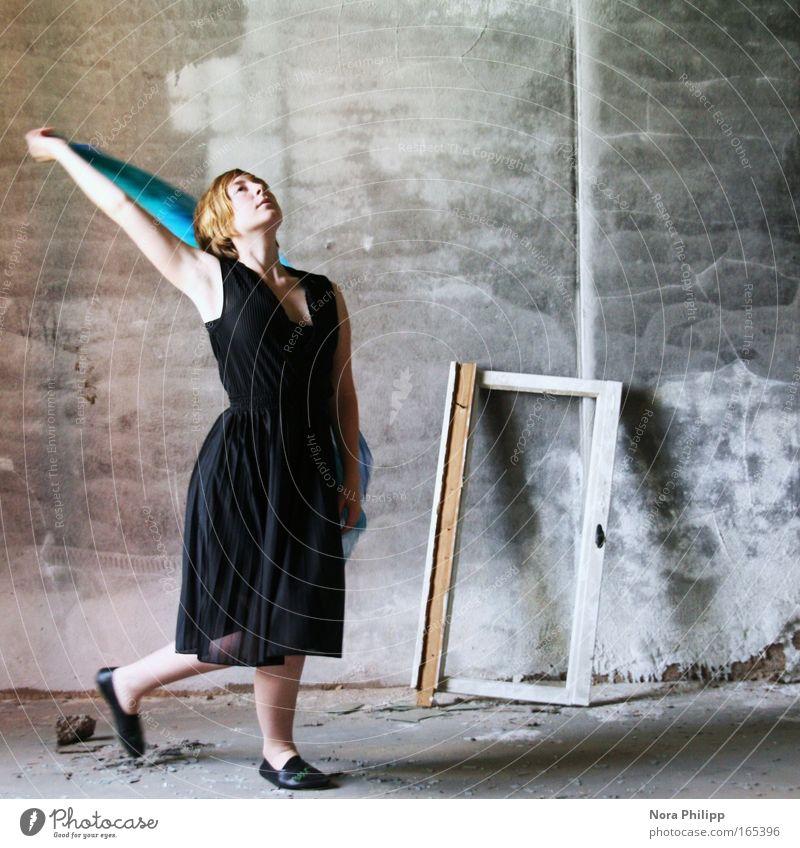 Tanz dich Mensch Frau Jugendliche blau schwarz Erwachsene feminin Bewegung Mode träumen Tanzen elegant ästhetisch 18-30 Jahre Romantik Junge Frau