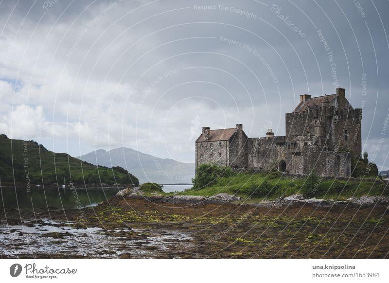 Schottische Burg in den Highlands Schottland Highlander Architektur Natur Eilean Donan Castle historisch alt Landschaft Sehenswürdigkeit Tourismus