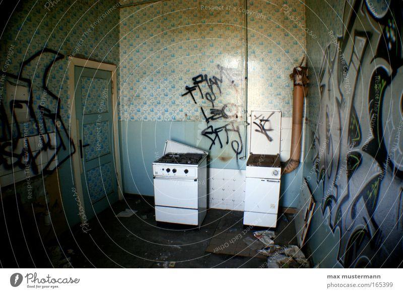 molekularküche blau weiß Ernährung Wand Graffiti Mauer dreckig Innenarchitektur kaputt Häusliches Leben Küche Gastronomie Tapete trashig Verfall Ruine