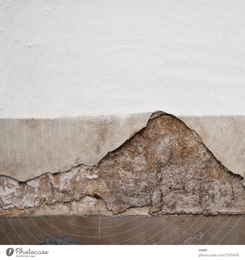 Kilimandscharo alt weiß Berge u. Gebirge Wand Mauer grau Stein Zeit braun Fassade dreckig kaputt Vergänglichkeit Gipfel verfallen Verfall