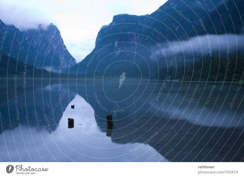 Toblachersee Natur Himmel blau ruhig Wolken Berge u. Gebirge träumen Traurigkeit See Landschaft Nebel groß Horizont Hoffnung Spiegel Hügel