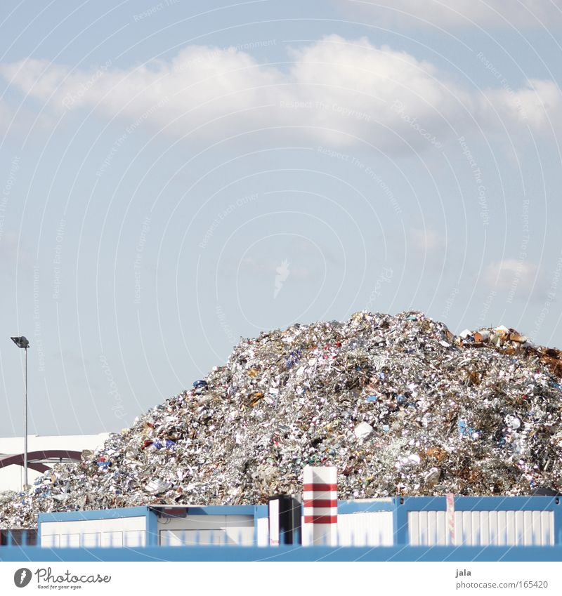 metal mountain Himmel weiß blau rot Berge u. Gebirge Metall Umwelt Müll Umweltschutz Industrieanlage Arbeitsplatz Umweltverschmutzung Recycling Modernisierung Wertstoff