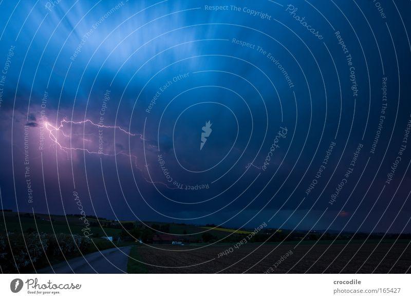 Gewitter Natur Himmel Straße Wege & Pfade Regen Landschaft Luft Feld Angst Wind Umwelt Wassertropfen Horizont gefährlich Nachthimmel Sturm