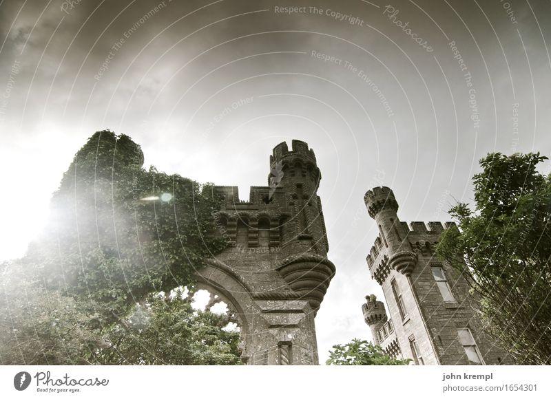 Märchenhaft Schottland Burg oder Schloss Tor Bauwerk Mauer Wand Fassade bedrohlich fantastisch historisch Kitsch grau Kraft Mut Vertrauen Schutz Romantik