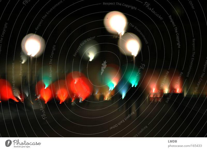.oOoOOoo.. Mensch weiß Stadt rot Freude Farbe Nacht Feste & Feiern Brücke Luftballon Lebensfreude leuchten Stress Straßenbeleuchtung Nervosität Begeisterung