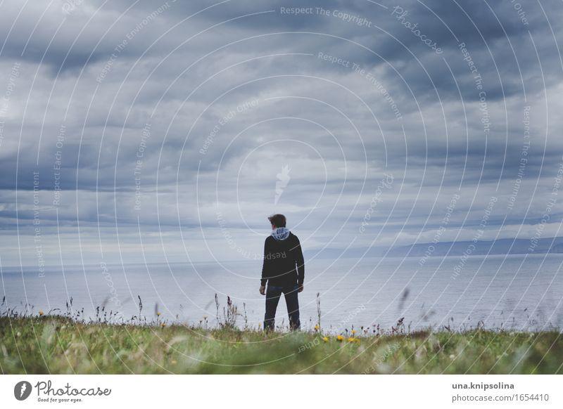 Der Mann und das Meer maskulin Erwachsene 1 Mensch Natur Landschaft Wolken schlechtes Wetter Gras Küste Schottland stehen bedrohlich Farbfoto Außenaufnahme