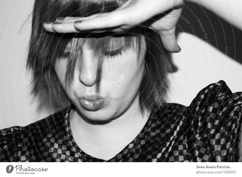 neongrau. Mensch Jugendliche Freude Gesicht feminin Haare & Frisuren Kopf Erwachsene verrückt Coolness Rockabilly Bluse Junge Frau Schwarzweißfoto 18-30 Jahre